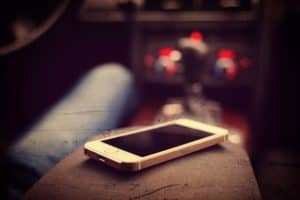 Keep a cell phone in the car